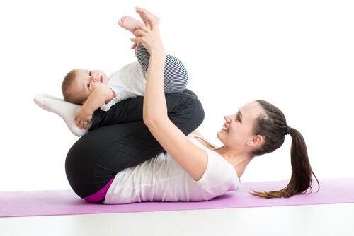 Muskeln von Babys zu stärken