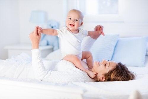 8 Übungen, um die Muskeln von Babys zu stärken