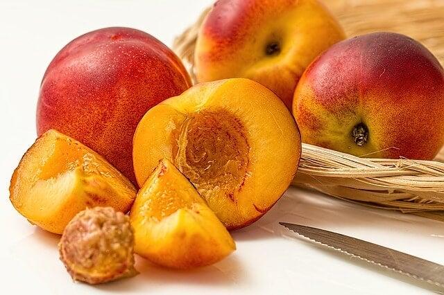 Obst als Teil der Ernährung während des Stillens