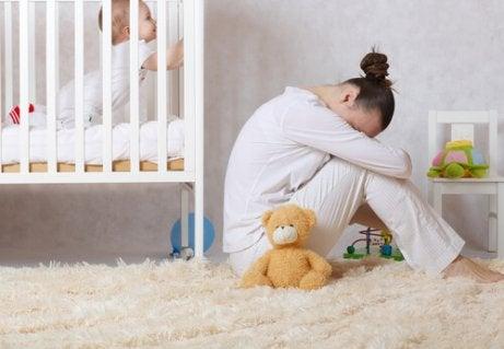 Postnatale Depressionen: Ursachen, Symptome und Behandlung