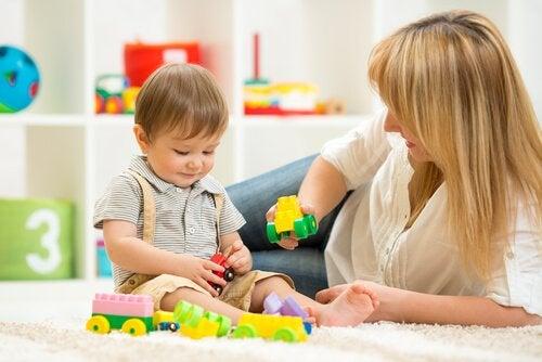 Spielzeug mit Lerneffekt für 2-jährige Kinder