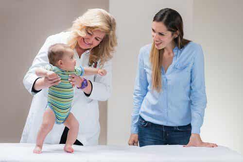 Der Reflex der Sprungbereitschaft bei Babys