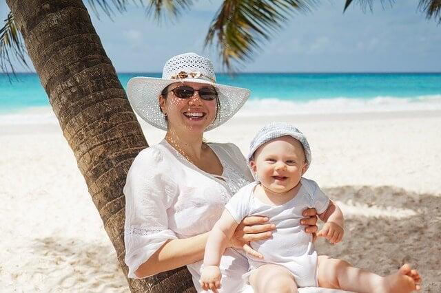 Der erste Strandurlaub mit Baby – was du beachten solltest