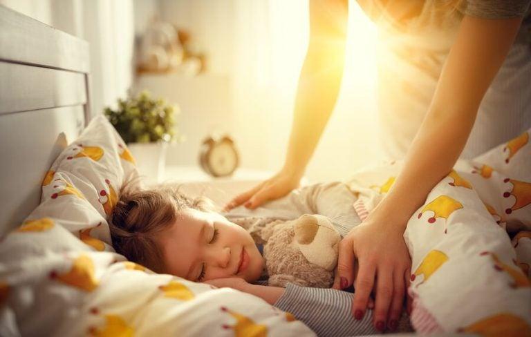 Leichter aufwachen: Wie du deinem Kind helfen kannst