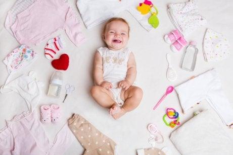 Welche Baby-Sommerkleidung brauchen Neugeborene?