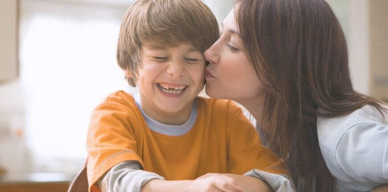 Das Selbstbewusstsein von Kindern - Das-Selbstbewusstsein-von-Kindern-glueckliche-familie