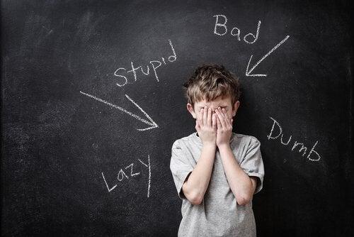 Das Selbstbewusstsein von Kindern - Das-Selbstbewusstsein-von-Kindern-junge-wird-verurteilt