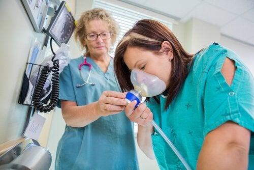 Distickstoffmonoxid: Lachgas als Schmerzmittel bei der Entbindung