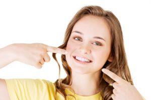 Flecken auf Zähnen weiss