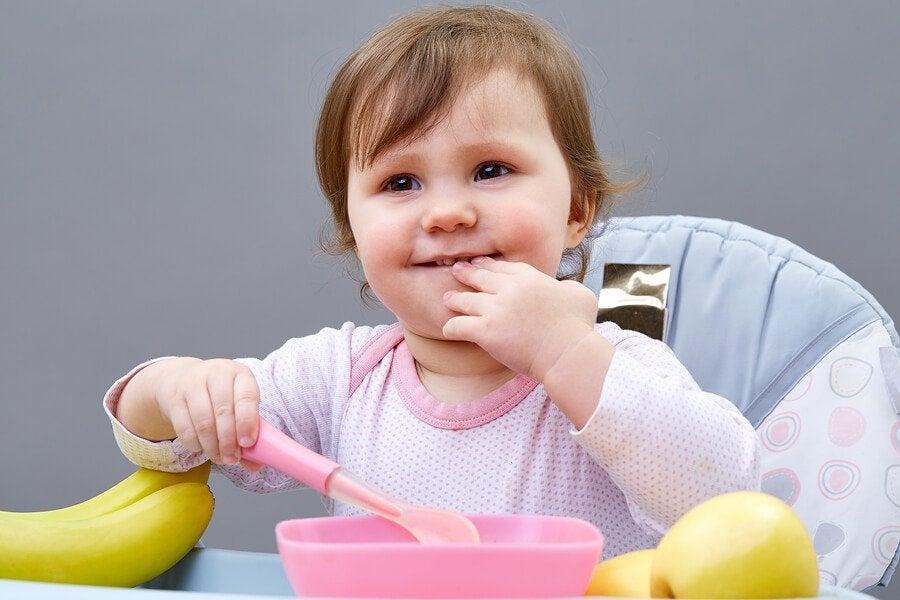 5 Tipps: Wie man Kindern beibringt, selbständig zu essen