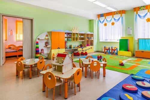 Wie gestaltet man ein Klassenzimmer nach der Montessori-Methode?