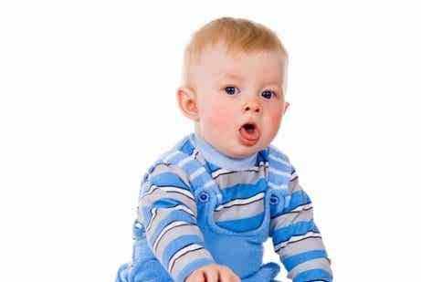 Wie du den Schleim deines Babys entfernst