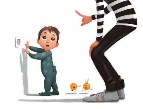Tricks, um Kinder von Steckdosen fernzuhalten
