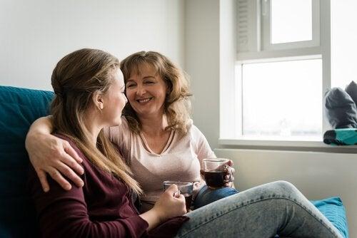 Die Mutter gewinnt das Vertrauen von Teenagern.
