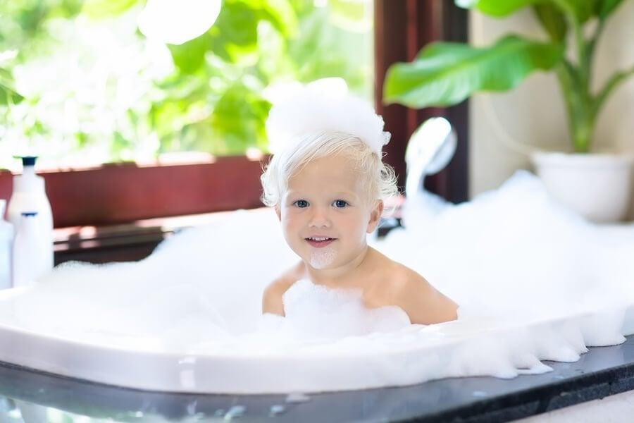 Kinder alleine duschen lassen: Ab welchem Alter?