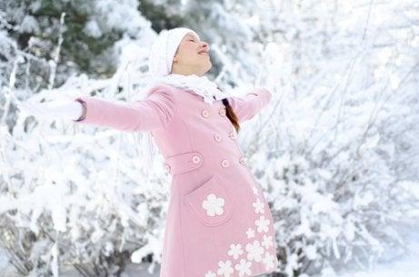 Die Vor- und Nachteile einer Geburt im Winter