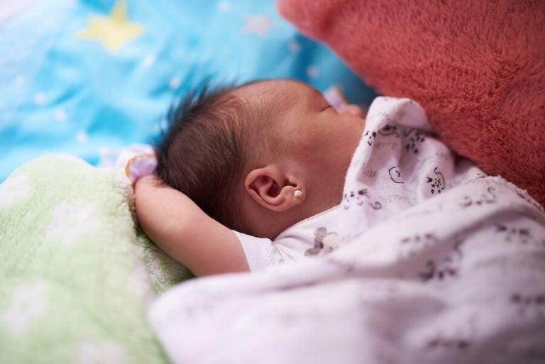 Sollte man einem Baby oder Kleinkind Ohrlöcher stechen lassen?