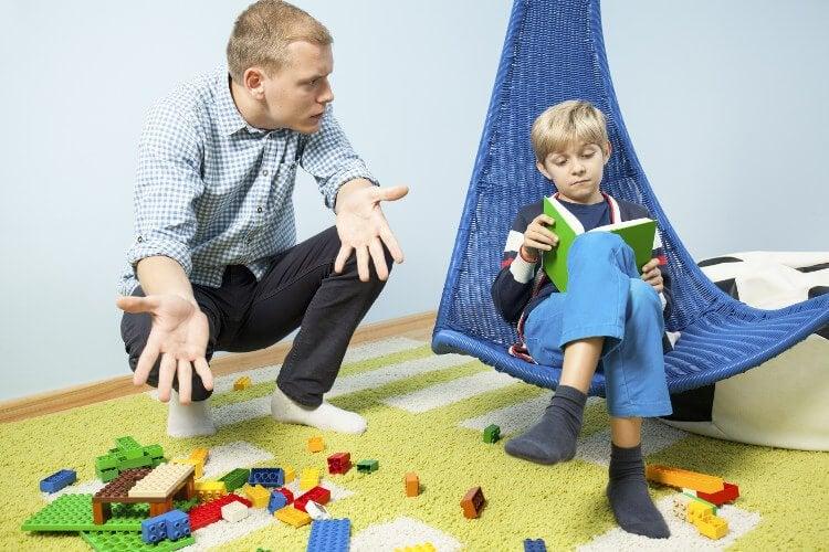 Kindern das Aufräumen beibringen