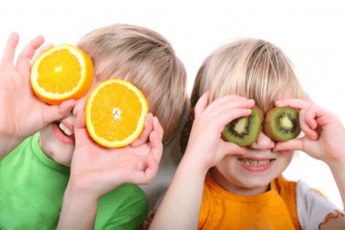 Orangen sind vitaminreiche Lebensmittel.