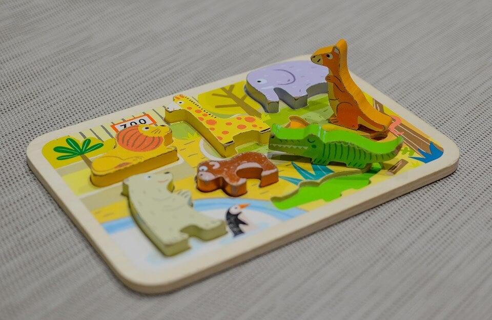 Puzzles als Aktivitäten für 2-jährige Kinder