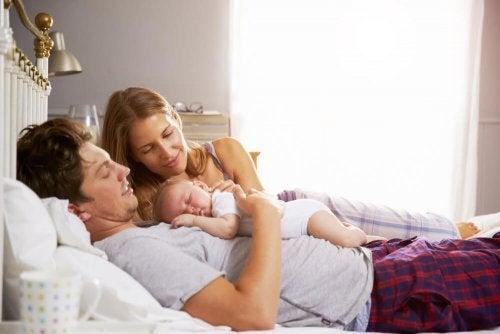 Schlafenszeit für Kinder: Wann sollten sie ins Bett gehen?
