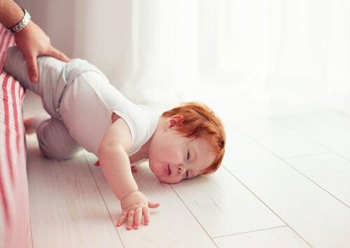 Stürze auf den Kopf bei Babys sind besonders gefährlich
