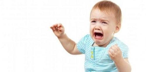 Wenn Eltern sich verabschieden, brechen kleine Kinder oft in Tränen aus.