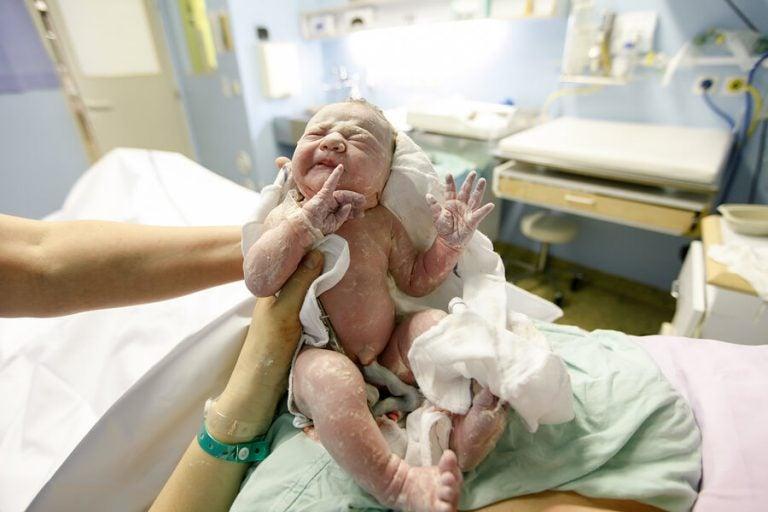 Wenn die Nabelschnur um den Hals des Babys liegt