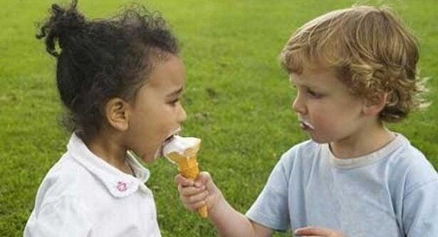 Kindern teilen beibringen