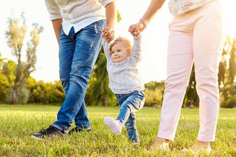 Wann fangen Babys mit dem Laufen an?