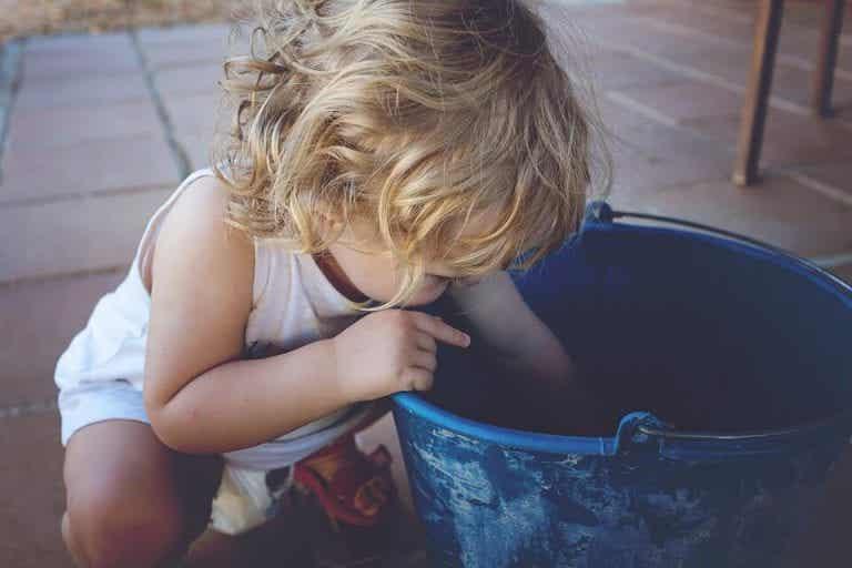 Kinder fallen sehr häufig hin in den ersten Jahren!