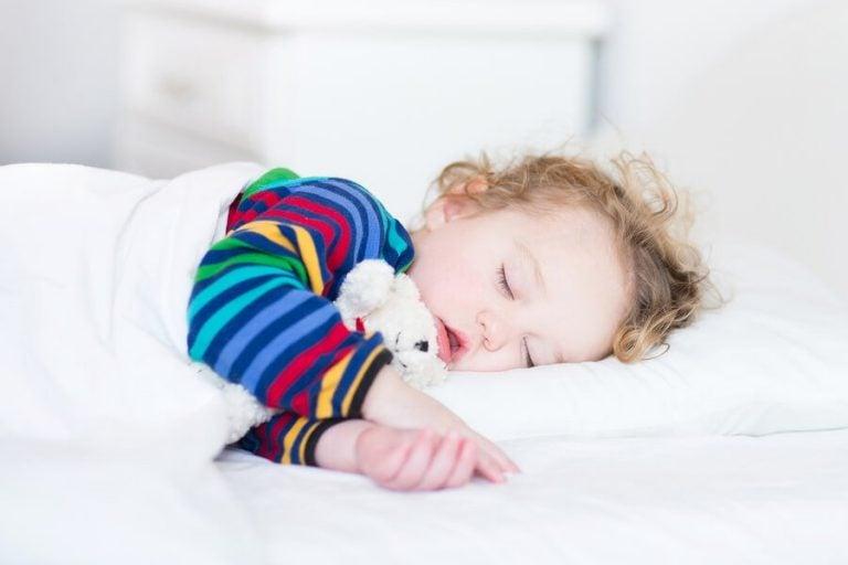Mittagsschlaf: Vorteile für Babys und Kinder
