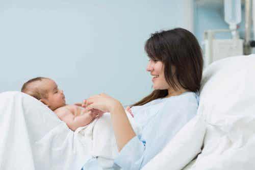 Nach der Geburt: Liebe zwischen Mutter und Baby