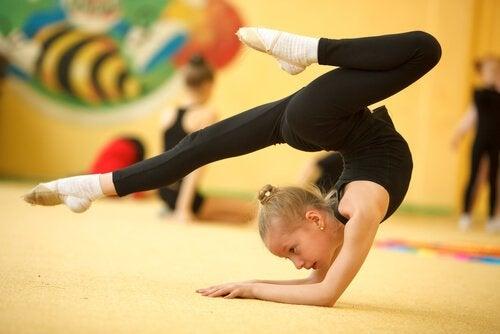 Rhythmische Sportgymnastik für Kinder