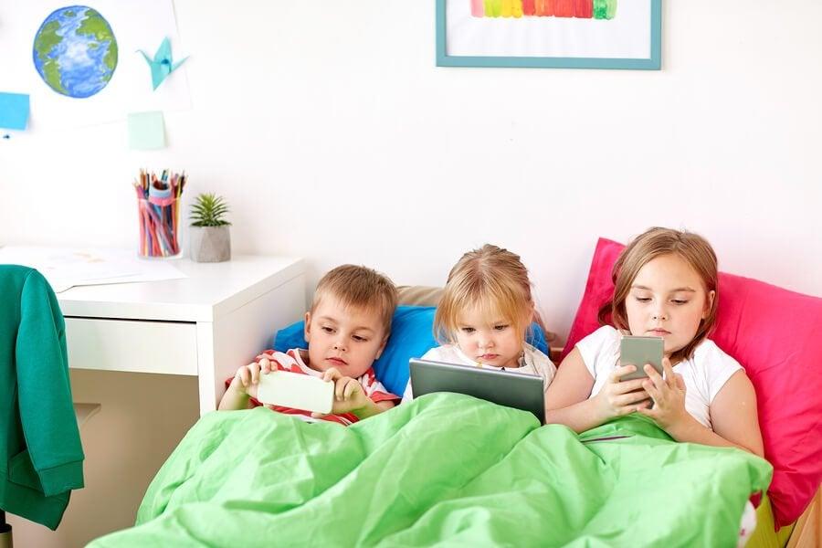 Ab welchem Alter sollten Kinder Smartphones haben?