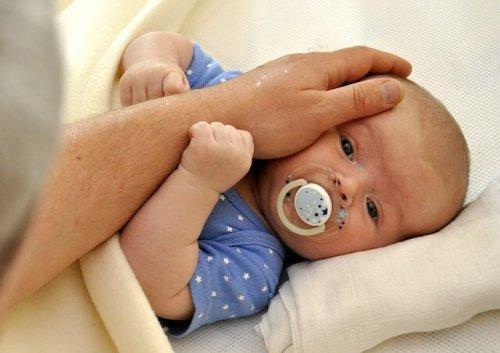 An die Veränderungen in der Beziehung durch das erste Baby müsst ihr euch gewöhnen.