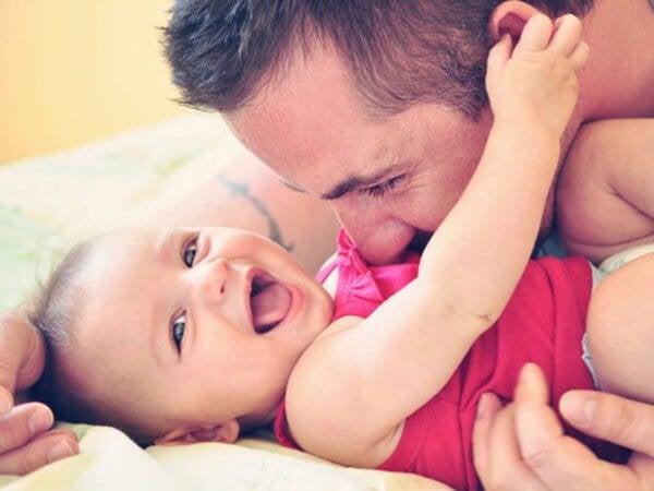 Er ist ein guter Vater.