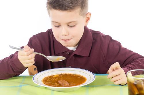 Lebensmittel zur Stärkung der Abwehrkräfte von Kindern enthalten wichtige Nährstoffe.