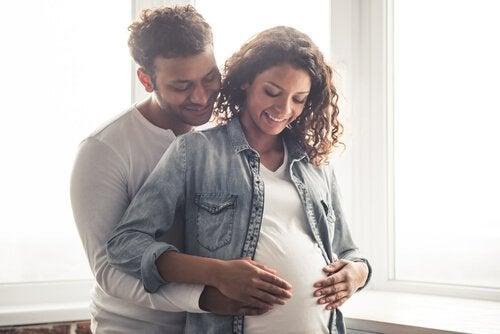 Schmerzhafte Kindsbewegungen in der Schwangerschaft beobachten