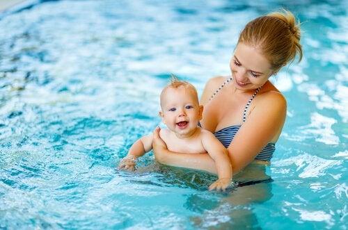 Pool mit Baby