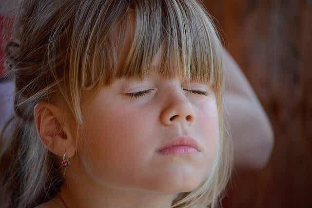 Kindern die Kunst des Schweigens beibringen