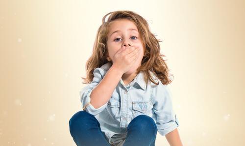 Aphthen bei Kindern dürfen den Alltag nicht beeinträchtigen.