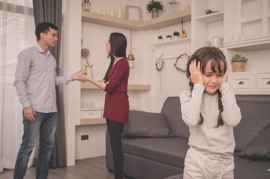 Nicht vor den Kindern streiten ist wichtig für die Entwicklung