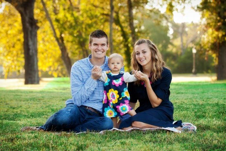 Eltern spielen mit Einzelkind