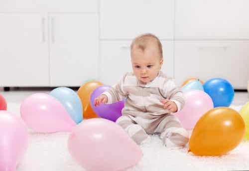 Farbige Ballons: 7 Spiele für dich und dein Baby