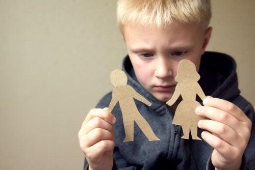 Wie du deinem Kind hilfst mit der Scheidung umzugehen