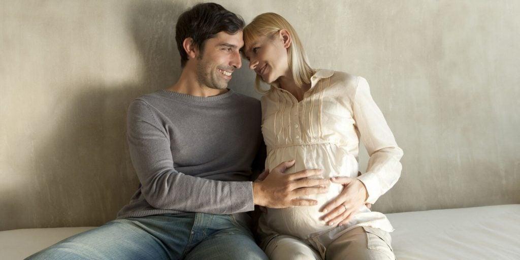 Couvade-Syndrom: Männer mit Schwangerschaftssymptomen