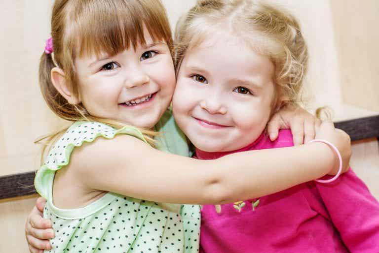 Gleichaltrige Cousins: eine ganz besondere Beziehung