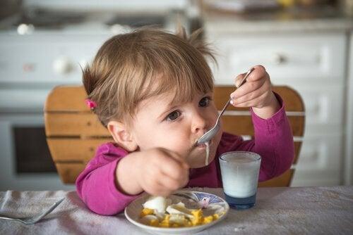 Baby Joghurt geben