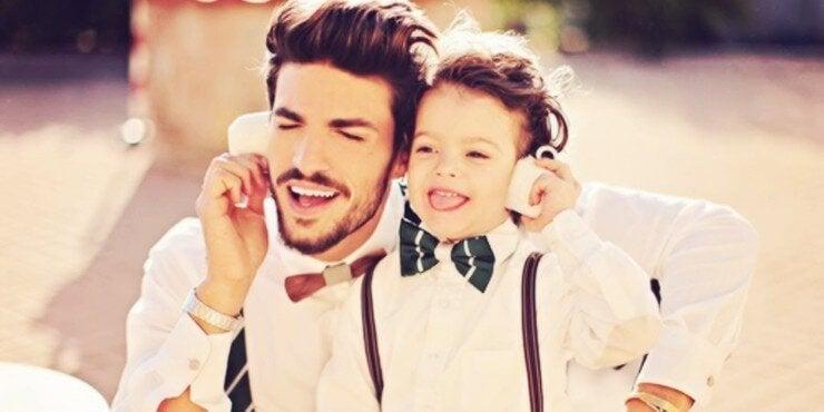 Moderne Väter kümmern sich um ihre Kinder